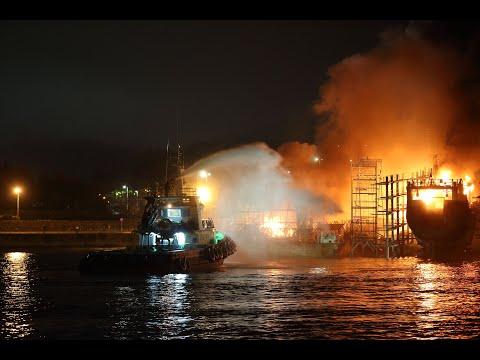 Incendio en el astillero de Placeres en Marín
