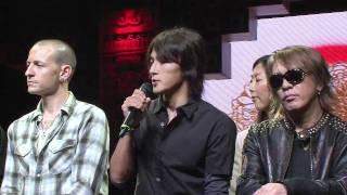東日本大震災の復興支援のライブで、日米を代表するロックバンド、B'zと...