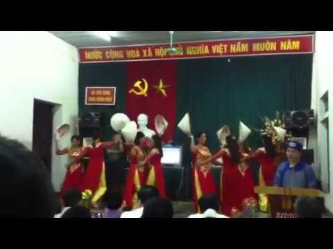 Múa lối về xóm nhỏ - chi hội phụ nữ thôn Đông Mẫu
