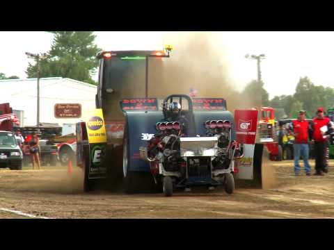 Super Modified Tractors from Greenville, OH