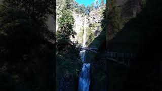 Этот водопад от нашего дома примерно минут 30 езды