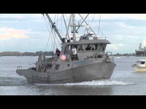 FISHING BOATS and marine traffic fraser river 2010