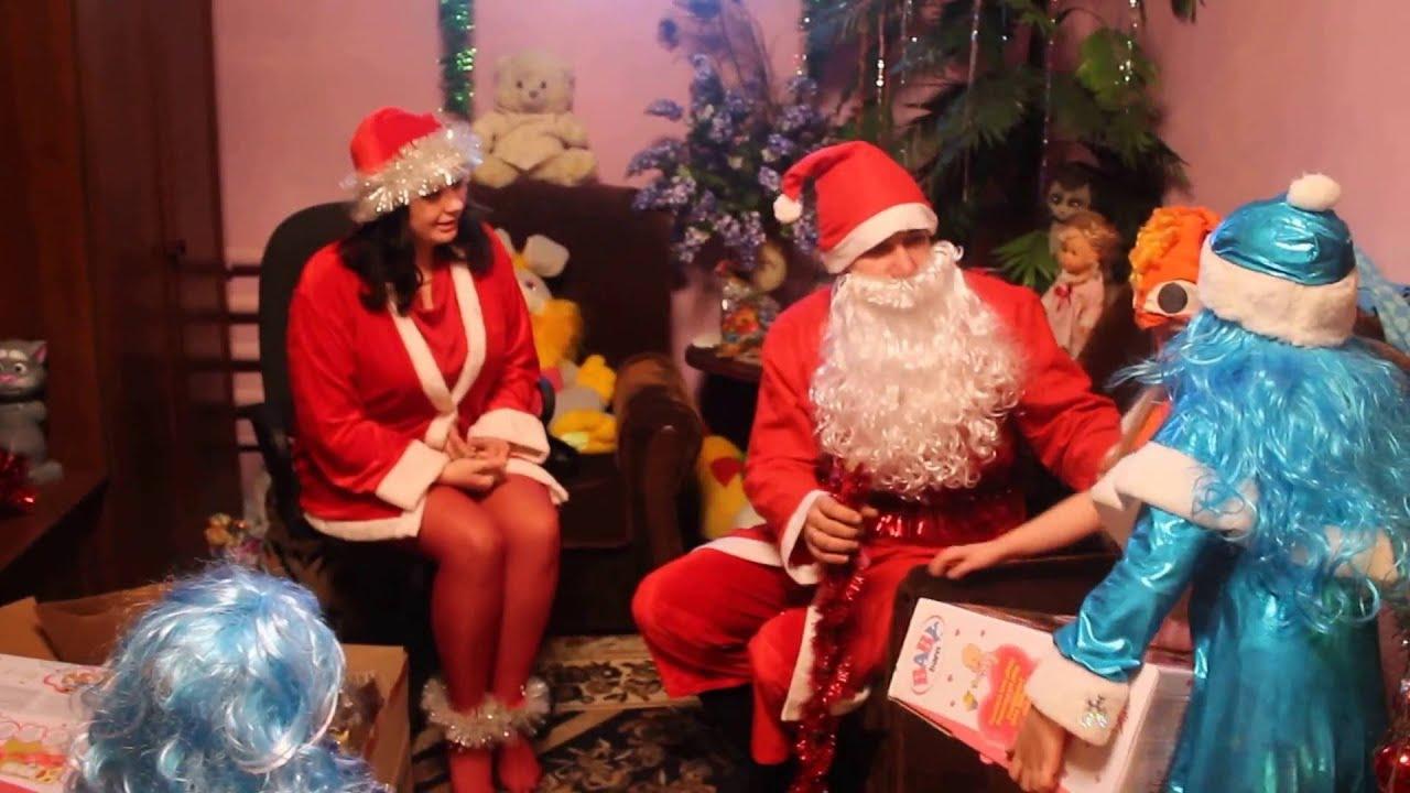 Дед мороз дарит подарок ребенок 2