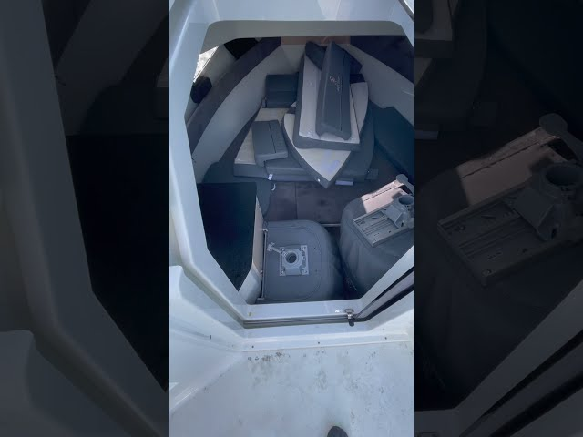 Pacific Craft 700  Sun Cruiser  Vertical 03 Rangement et Protection Cockpit