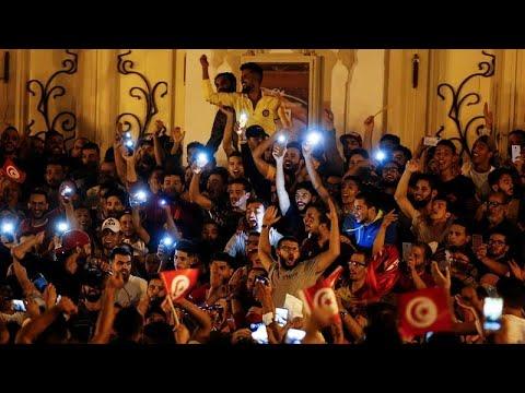 شاهد: الاحتفالات تعم تونس بعد إعلان فوز قيس سعيد بالإنتخابات الرئاسية وفقا للاستطلاعات …  - نشر قبل 2 ساعة