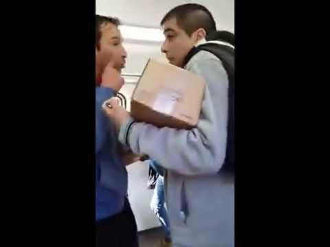 Vendedores ambulantes a las piñas en el tren HD