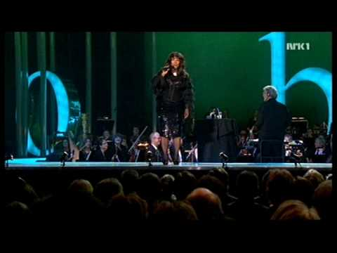 Donna Summer - She Works Hard for The Money + Speech (Nobel Peace Prize Concert '09) HD