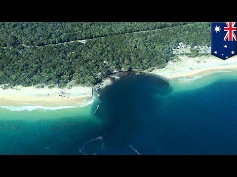 Sinkhole biglang lumitaw sa Australia, nalulon ang mga sasakyan at mga tents - TomoNews