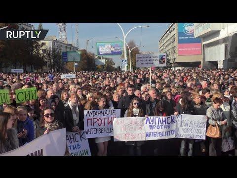 В Луганске проходит многотысячный митинг против вооруженной миссии ОБСЕ