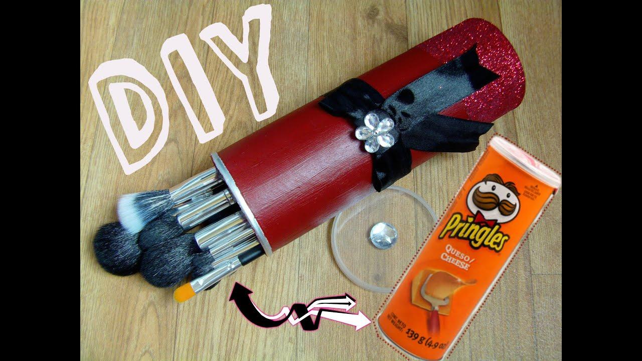 Porta brochas en casa con lata de papas pringles youtube - Manualidades con pompones ...