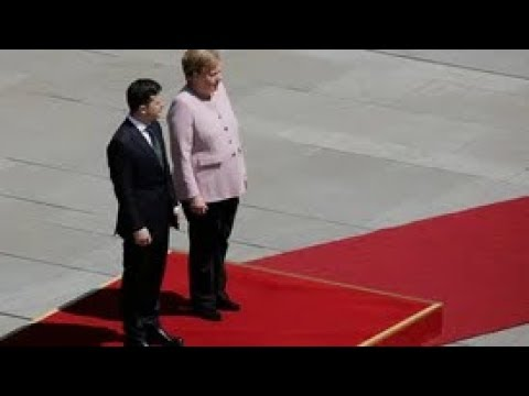 Меркель на встрече с Зеленским трясёт и покачивает