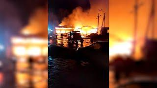Сгорел дотла: крупный пожар в развлекательном центре в Урюпинске попал на видео