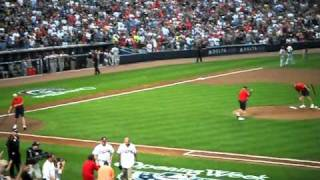 Bobby Cox Throws out the first pitch