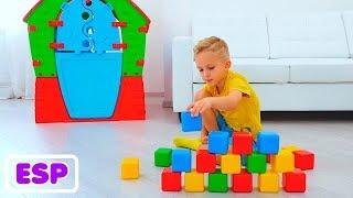 Vlad y mamá juegan con cubos de colores