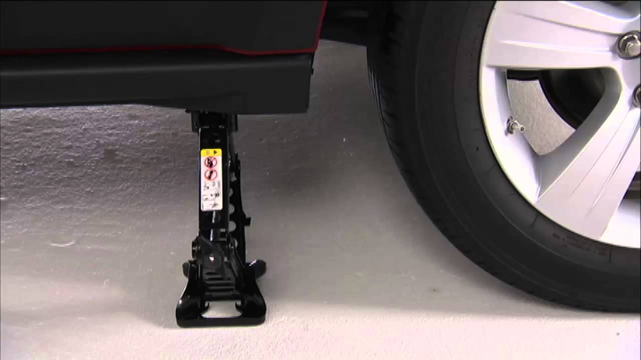 2015 Jeep Patriot Jacking And Tire Change Youtube
