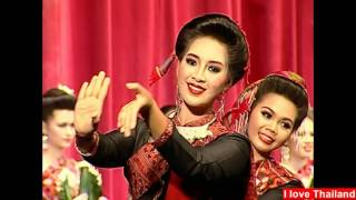 Thai traditional dance with the graceful movements of the dance : タイ舞踊 美女のしなやかな手の動き Vol.16