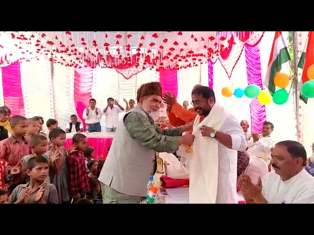 बलरामपुर जिले के तहसील तुलसीपुर के ग्राम पंचायत रमवापुर के प्रधान डॉक्टर मोहम्मद खां ने ग्राम वासियो