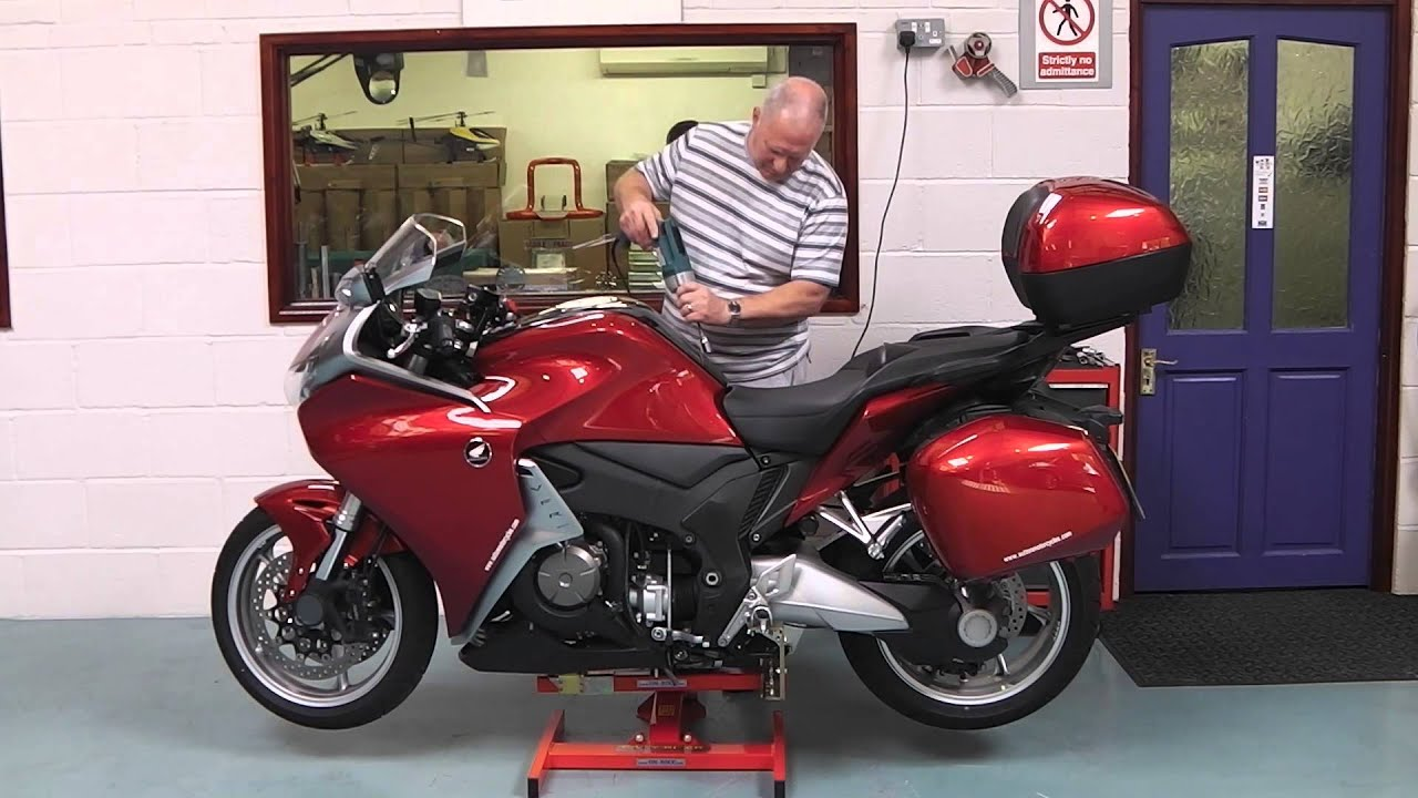 Honda VFR1200 On EazyRizer Red - YouTube