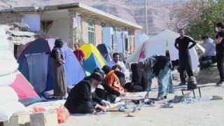 أخبار عربية وعالمية - الناجون من زلزال إيران يشكون بطء المساعدات ويكافحون البرد