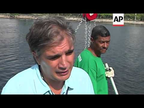 Rio de Janeiro garbage boats aim to clean Olympic waters, critics say sewage not addressed