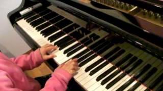とっても簡単なのにウキウキする曲です。 すぐに弾けちゃうから子供も喜...