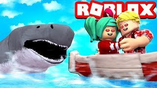 MY GIRLFRIEND was ATTACKED by a SHARK in ROBLOX! 😱🦈
