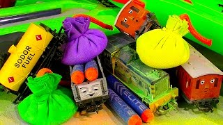 Hornby Trains Chalk Dust Bombs Vs Nerf Battle & Fluffy Cats Gross Mystery