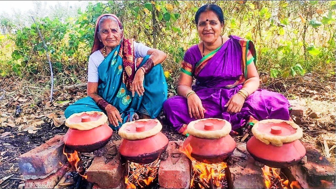 खाल्यानंतर चव विसरणार नाही अशी झणझणीत गावरान चिकन हंडी chicken recipe marathi village food