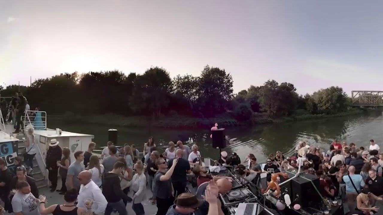 360° Video Bang Bang Boat 2016 - YouTube