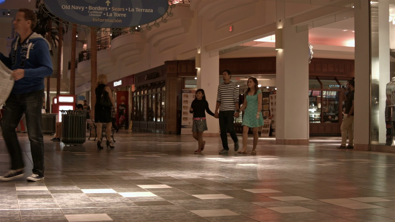 Shoppers In Busy Mall Retail Business Hd Bm 1950 Ekmr6i3y