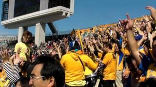 2011年第1節広島対仙台戦において練習する応援団.