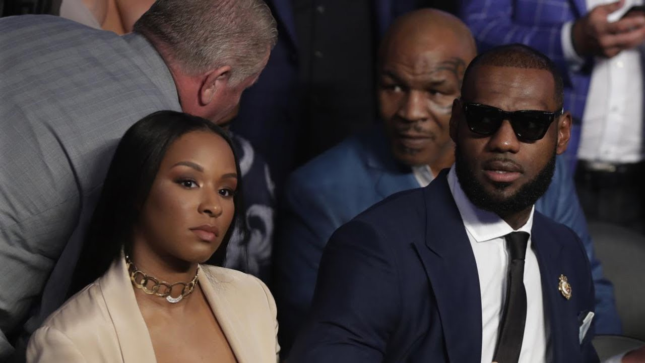 lebron-james-pisses-off-mike-tyson-during-mayweather-mcgregor-fight