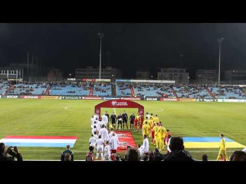 Вихд команд на поле у матч Люксембург - Украна