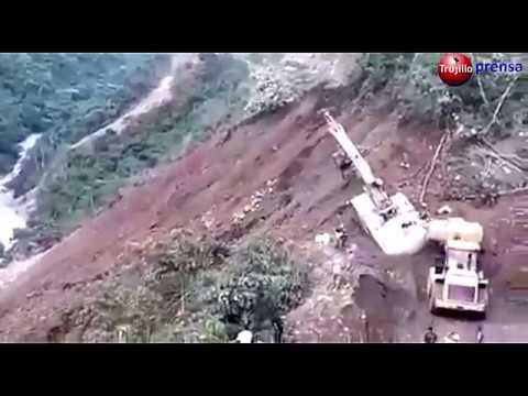 Huaico arrastró a varios pobladores que intentaban cruzar bloqueo de carretera
