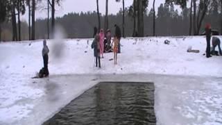 Первый раз в проруби на КРЕЩЕНИЕ)