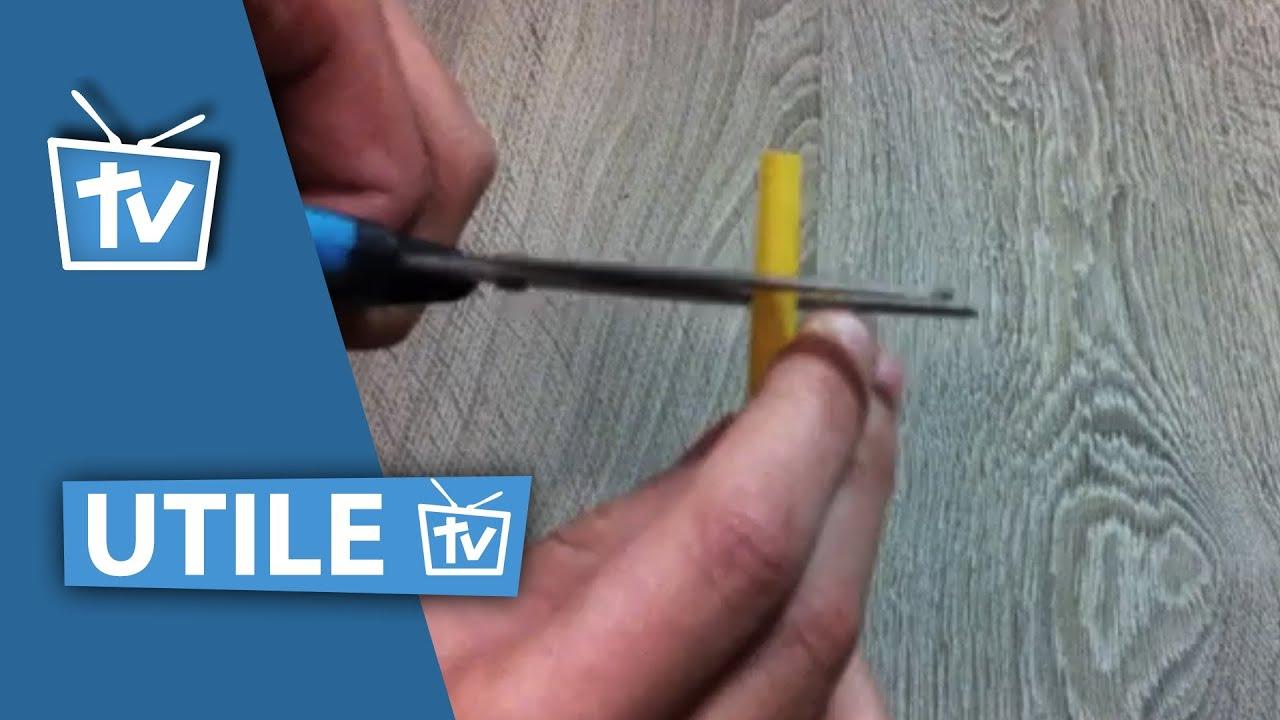 Fabriquer un sifflet l 39 aide d 39 une paille faire un sifflet ultra facile youtube - Faire des pompons avec une fourchette ...