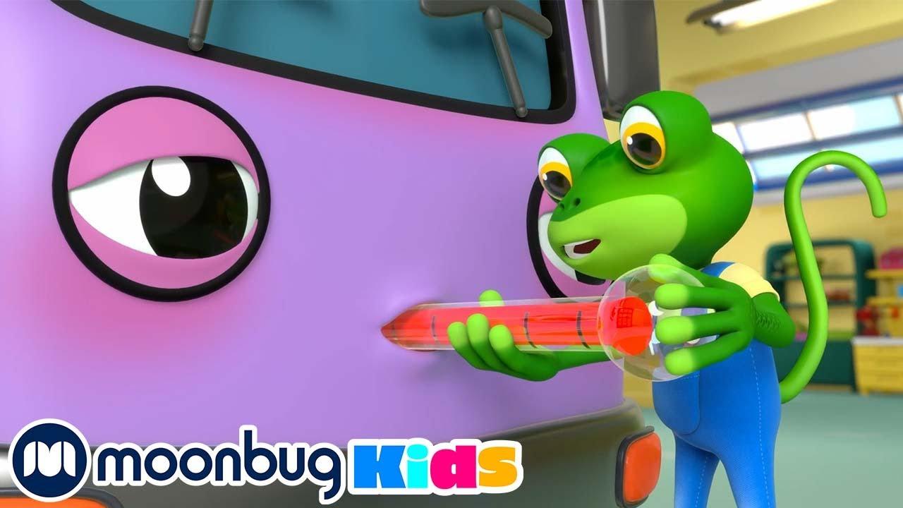 Bobby el Autobús se Enferma - Garaje de Gecko | Canciones para Niños | Moonbug en Español