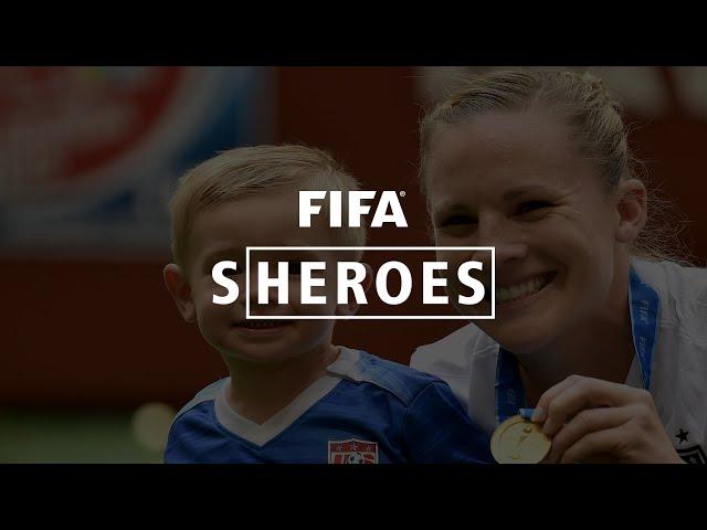 Sheroes: USA champion juggles playing, kids
