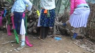 Repeat youtube video Quay lén Thiếu nữ Hơ Mông thay Quần áo đẹp chuẩn bị đi chơi Chợ Tình Khâu Vai