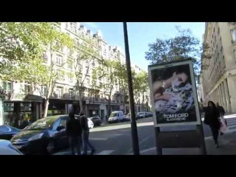 Walk along the Boulevard Haussmann in the centre of Paris 1