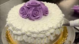 Украшение тортов | Украшение торта на день рождение розами из крема пошагово за 5 минут(Видео урок о том, как сделать и украсить торт с розами. Вместе будем добавлять съедобные цветы на праздничны..., 2016-08-27T14:42:27.000Z)