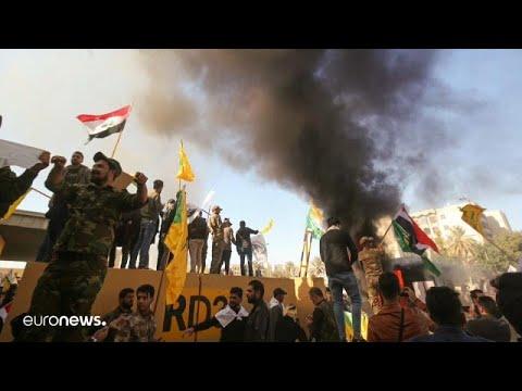 Протестующие покинули посольство США в Багдаде