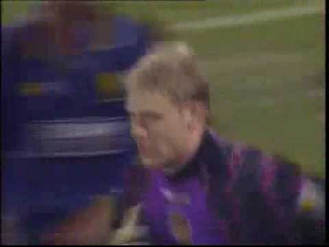 Peter Schmeichel (Goalkeeper) scores overhead kick in last minute.