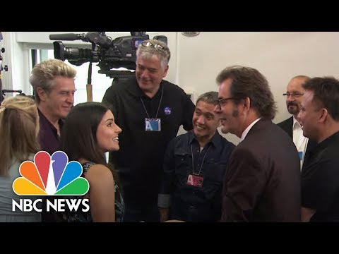 Journey, The Band, Poses For Pictures In The White House Press Briefing Room | NBC News
