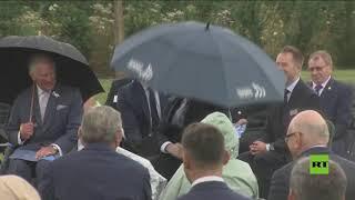 موقف مضحك لبوريس جونسون مع مظلته