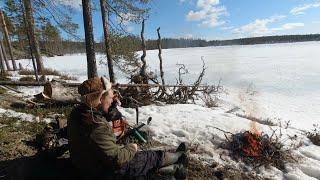 Лучшая Рыбалка на Севере РЫБАЛКА НА ТАЁЖНОМ ОЗЕРЕ Нашёл Окуня Бешеный Клёв КОСТЁР В ТАЙГЕ
