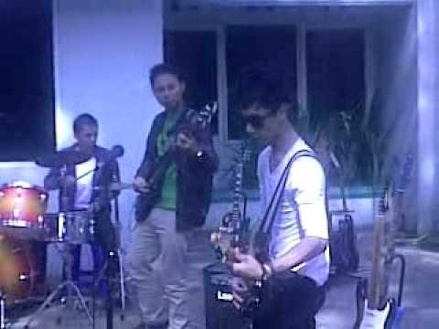 akyu band tak tersentuh lagi rock