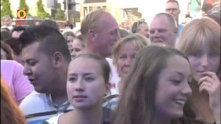 """Bonnie St. Claire """"Sla Je Arm Om Me Heen"""" @ Nederland Muziekland (Ede, 2013)"""
