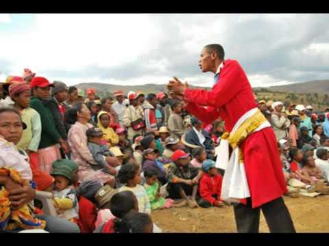 Midira zana-Boromanga/roy e, lahy e - vakodrazana Vakiniadiana (Madagasikara)