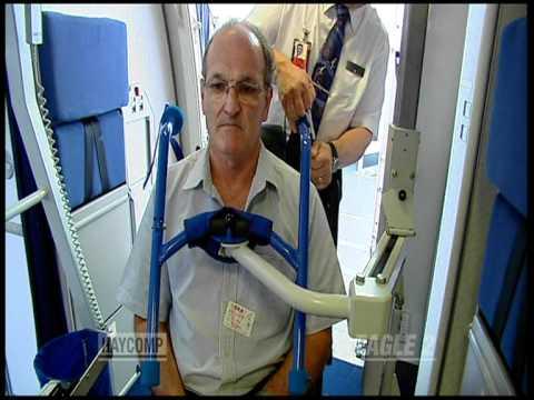 Handicap s en fauteuil roulant avion youtube - Fauteuil roulant chenille ...